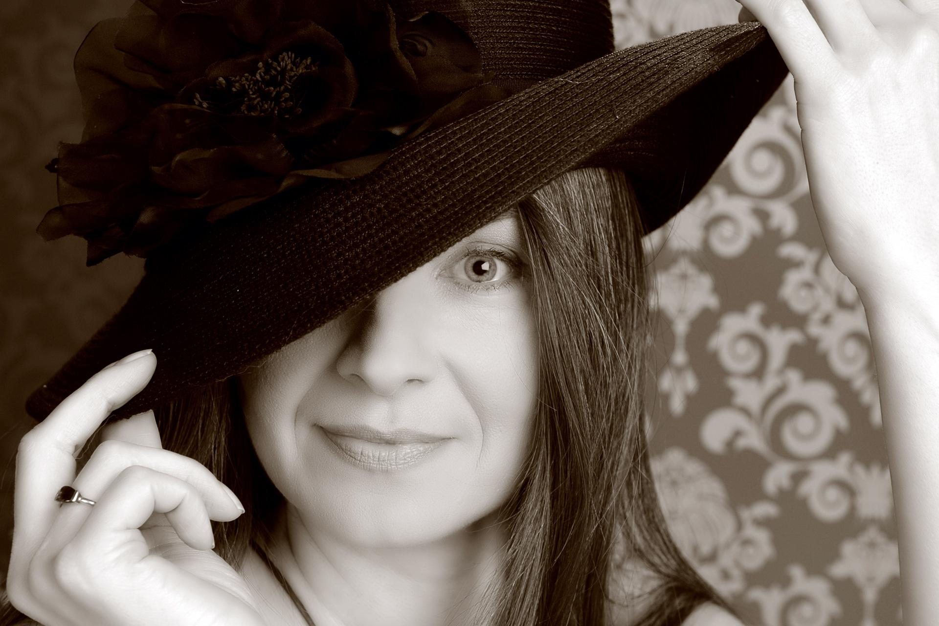 Donna Virtuosa mit Hut