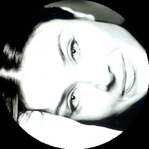 Porträt Donna Virtuosa, liegend, s/w